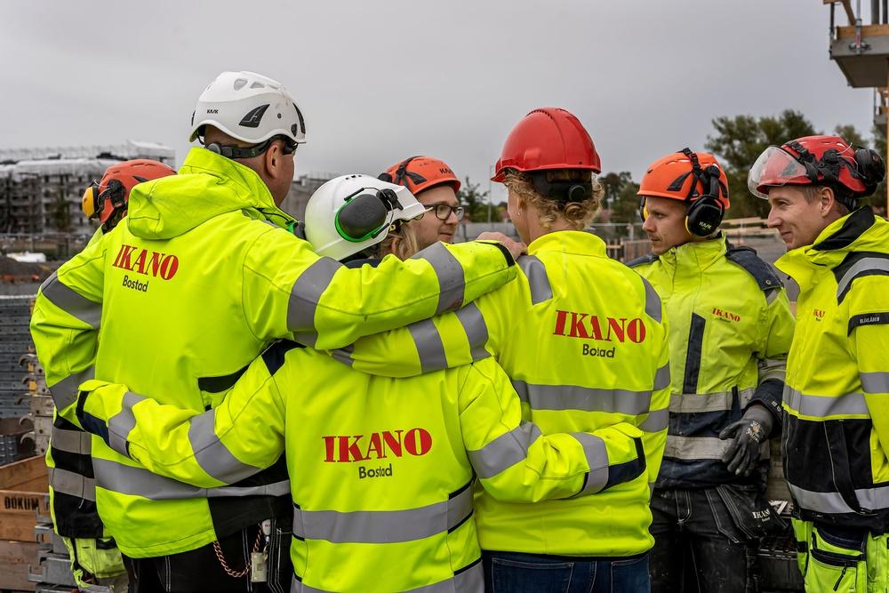 Genom ett aktivt förändringsarbete har machokulturen minskat, arbetsklimatet blivit öppnare och produktionsbortfallen lägre på Ikano Bostad. Foto: Magnus Grubb
