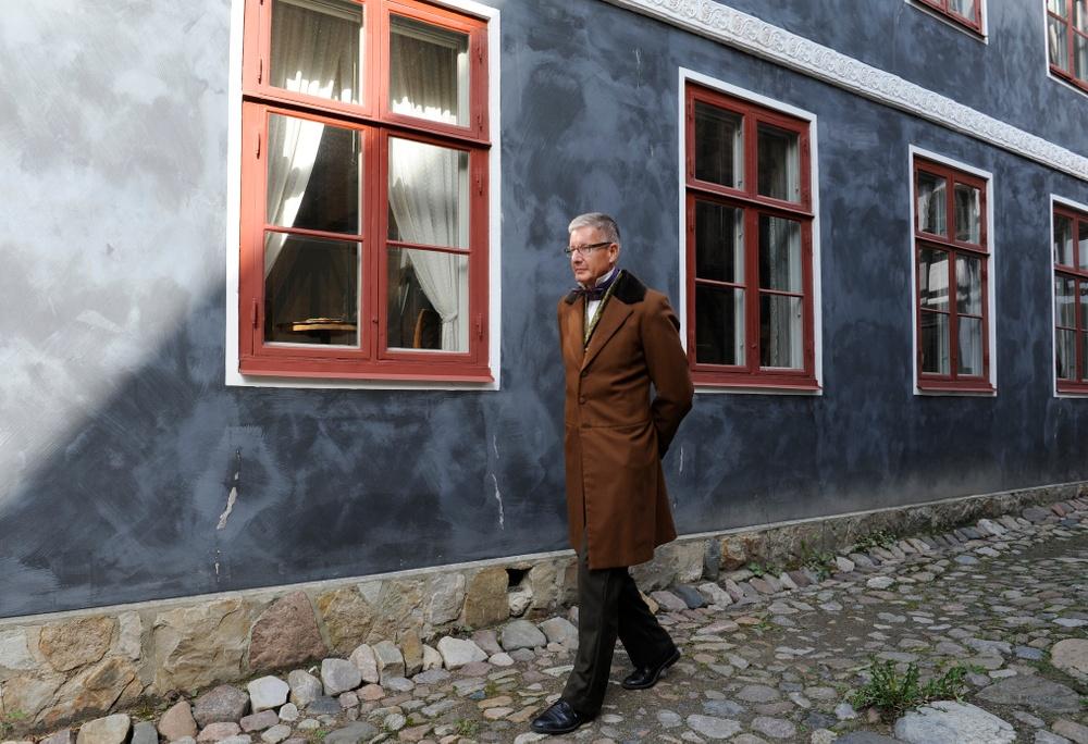 Intendent Anders Jansson är Kulturens Thomander-expert. Här framför Thomanderska huset före restaureringen. Foto: Viveca Ohlsson/Kulturen