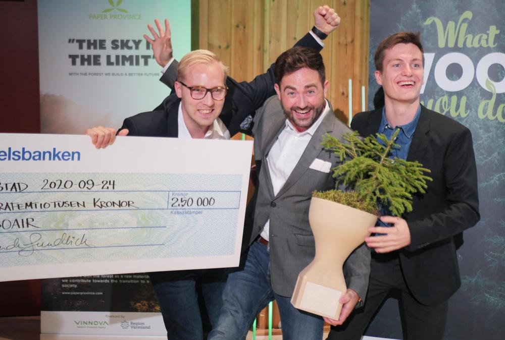"""Arboair är vinnare av innovationstävlingen """"What wood you do"""". Från vänster: Jacob Hjalmarsson, Markus Drugge och Josef Carlson. Foto: Annica Åman/Paper Province"""