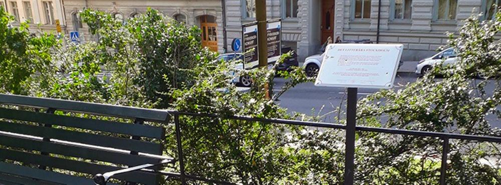 Bild på litterär skylt i Stockholm. Foto: Maria Nikolajeva
