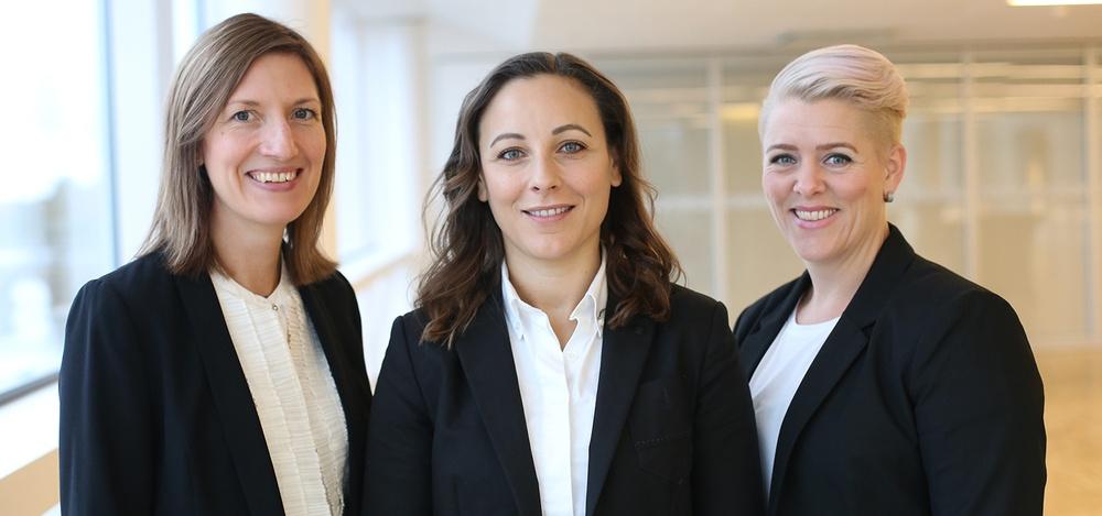 Från väster: Marina Olsson, Petra Bachmann och Josefin Reis som leder Technogarden i Karlstad med målet att hjälpa värmländsk industri med rätt kompetens. Fotograf: Emma Balderud.