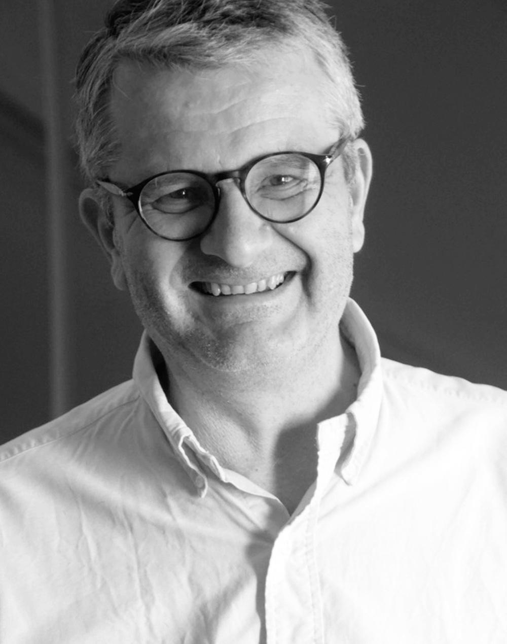 Författarporträtt: Micke Sjöblom
