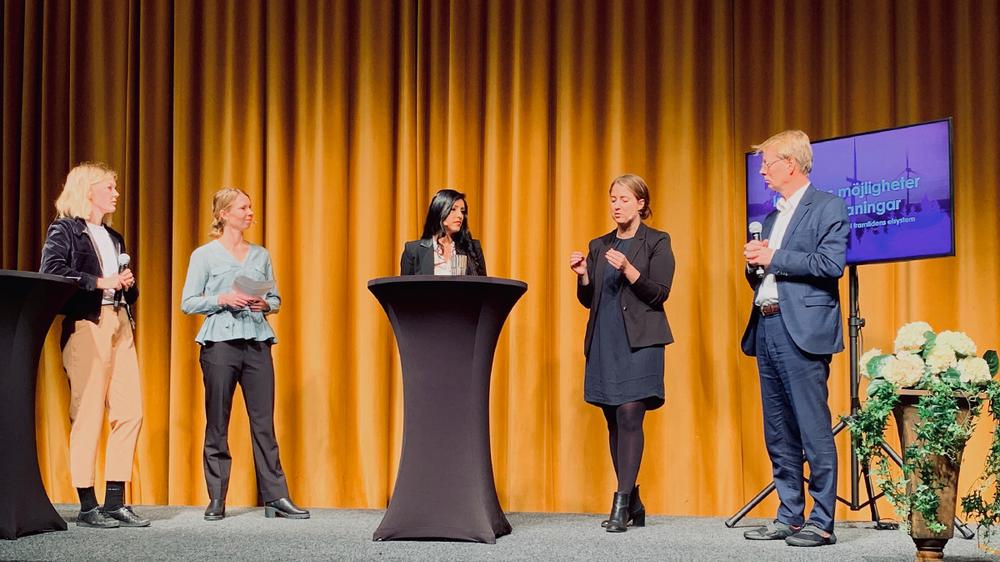 Malin Strand, Johanna Barr, Saira Alladin, Emma Wiesner och Edward Jobson diskuterar industrins möjligheter och utmaningar i framtidens elsystem.