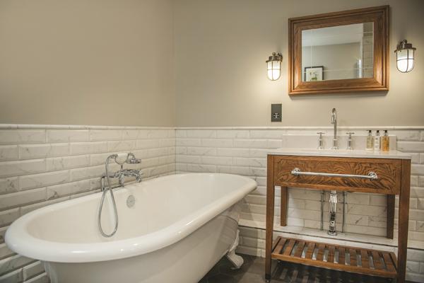 de-vere-wokefield-estate-bathroom