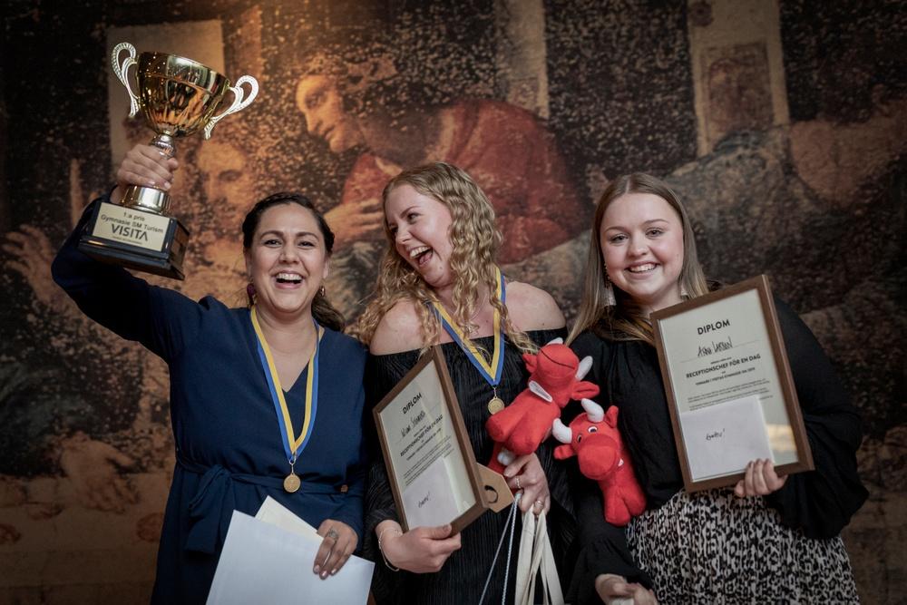 Wilma Stenberg och Anna Larsson som vann Guld i kategorin Turism när Gymnasie-SM avgjordes i Grythyttan under helgen