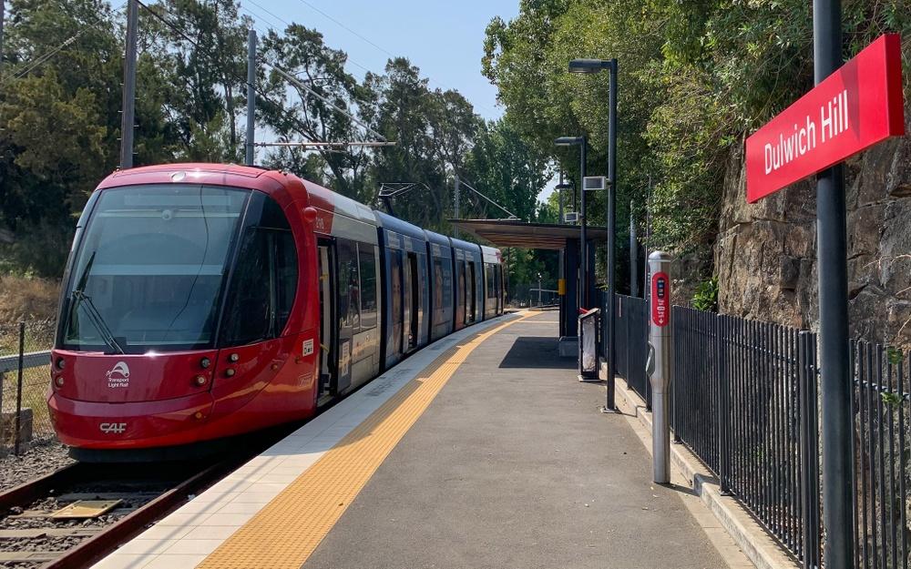 Sydneys första spårväg går på en gammal järnvägssträcka till Dulwich, och påminner på mer än ett sätt om spårvägen i Birmingham.