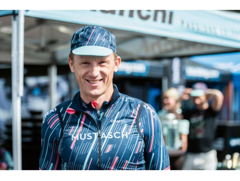 Trefaldige Vasaloppsvinnaren Oskar Svärd körde för Team Mustasch förra året. I år kör han med ett eget team för strokeforskning. Foto: Petter Blomberg
