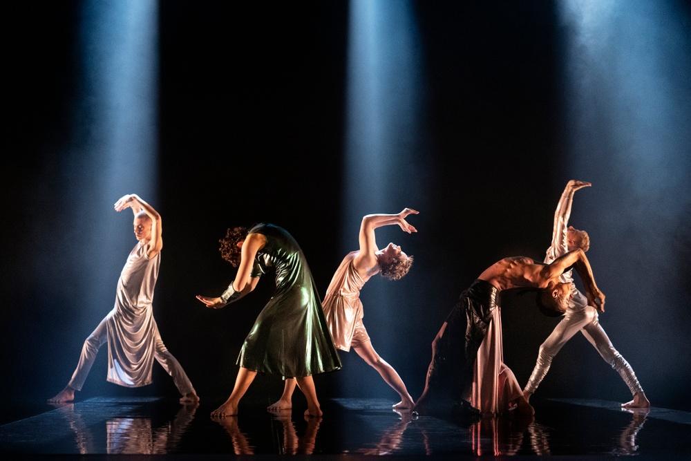 På bilden: Victor Persson, Sofia Sangregorio, Emmi Pennanen, Pontus Sundset Granat, Sakari Romero Tuurala.  Foto: José Figueroa.