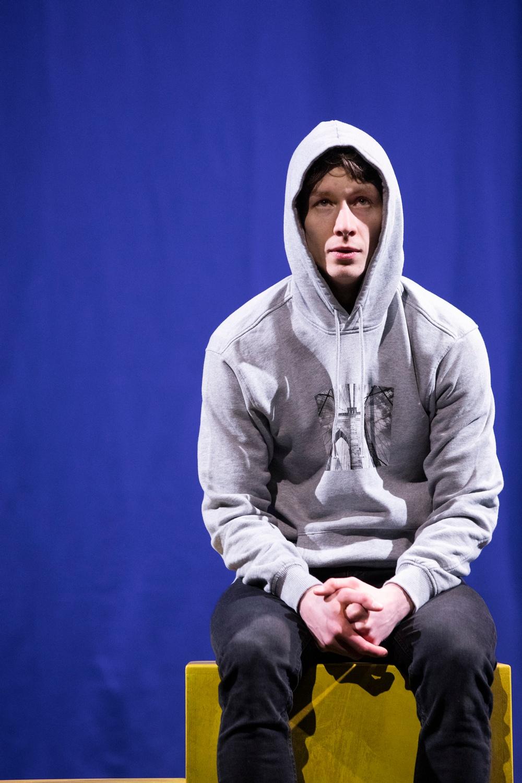 William Beijer i Karatepojken, Västerbottensteatern hösten 2021 och 2022. Foto: Patrick Dgerman.