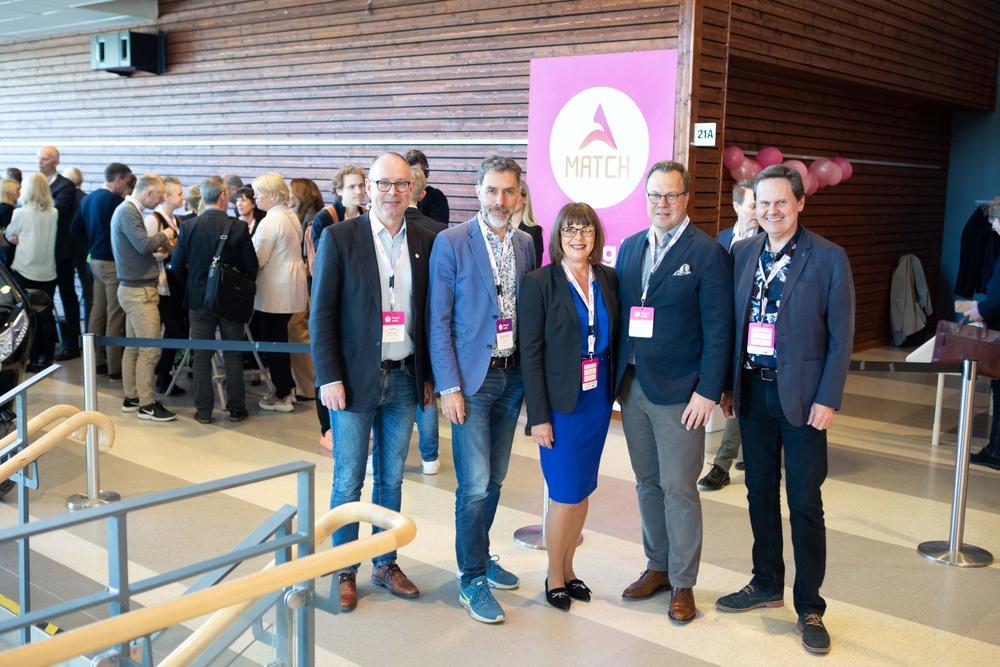 Från vänster Patrik Bångerius, Karlstads universitet, UIf Green, Almi Invest Norra Mellansverige, Anna Lundmark Lundbergh, Almi Värmland, Per-Ola Eriksson, Nordea Värmland och Victor Isaksen, Sting Bioeconomy.