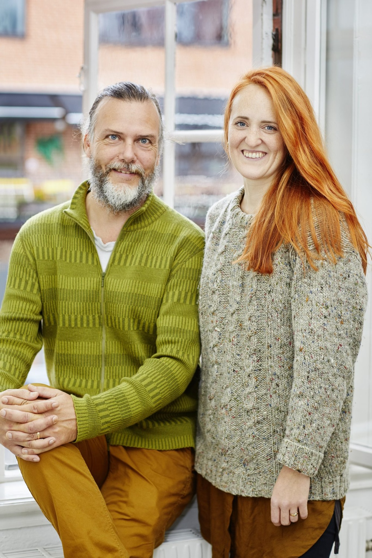 Författarporträtt: Kenneth Joelsson och Ina Hildeman  Foto: Åsa Siller