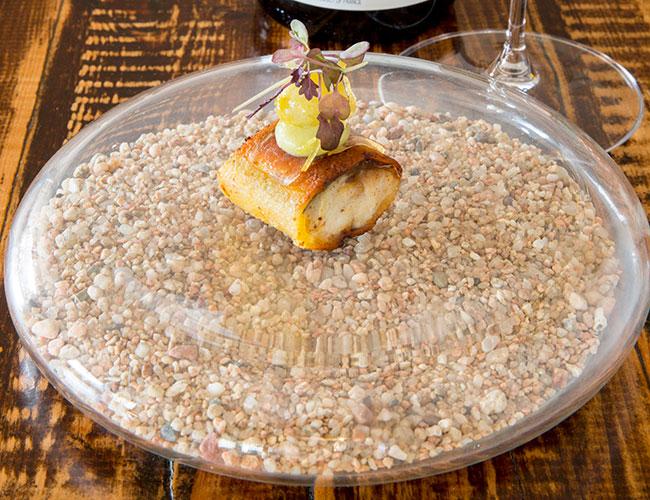 Mackerel, gooseberry, mustard on Pordamsa high resistance glass plate (Natural Sand)