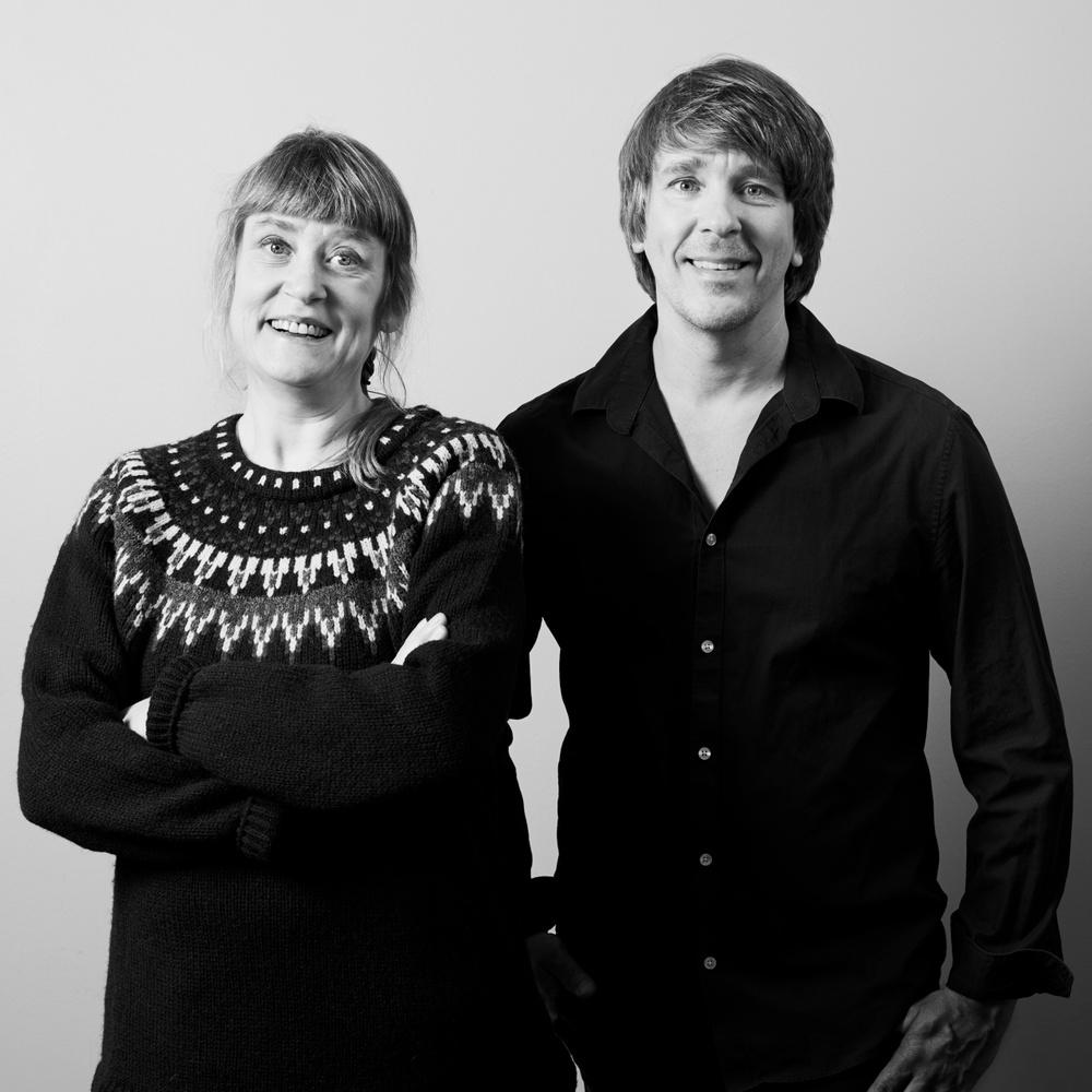 Författarporträtt: Caroline Alesmark & Peter Carlsson  Foto: Noak Carlsson