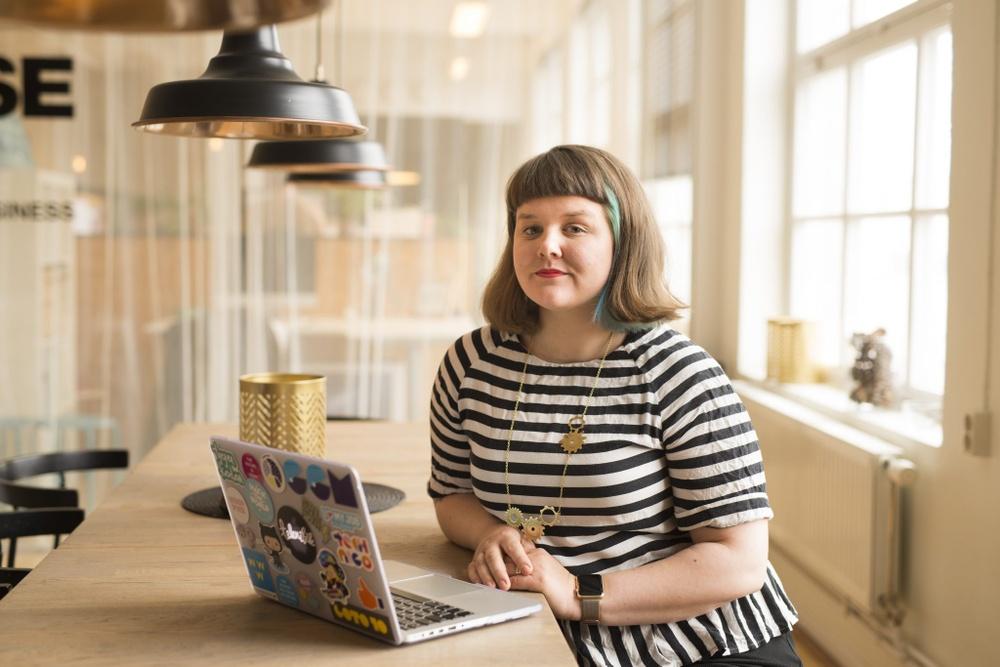 Författarporträtt: Elin Häggberg  Foto: Pia Gyllin