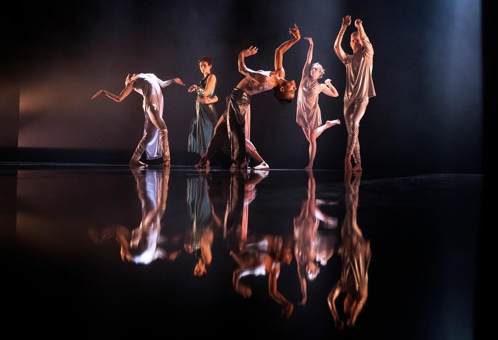 På bilden: Victor Persson, Sofia Sangregorio, Pontus Sundset Granat, Emmi Pennanen, Sakari Romero Tuurala.  Foto: José Figueroa.