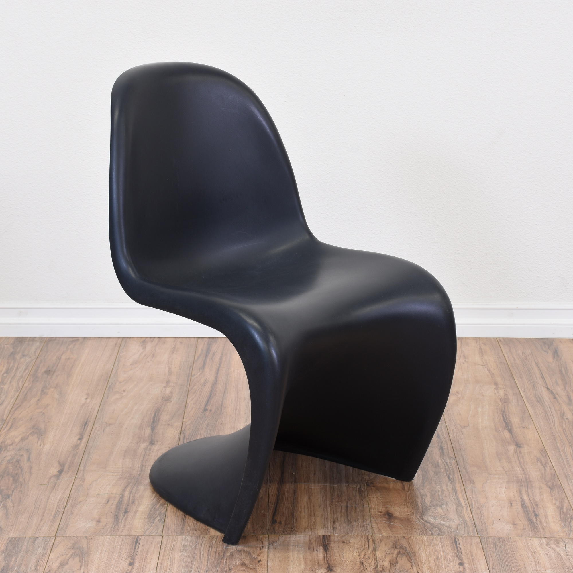 vitra panton chair in black loveseat vintage furniture. Black Bedroom Furniture Sets. Home Design Ideas