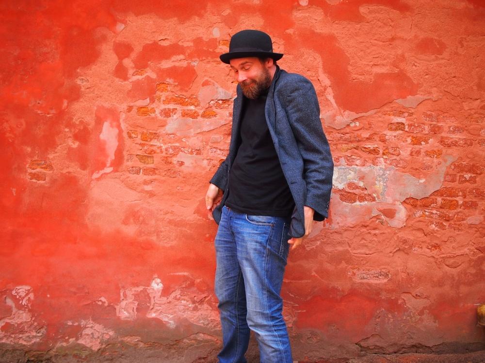 Markus Luukkonen, medverkande i 3Troubadours, på Berättarfestivalen 2019. Foto: Tom Van Outryve.