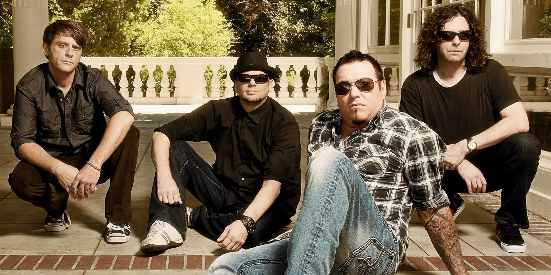 """""""We're all friends and we've just kept going"""": An interview with Smash Mouth's Paul De Lisle"""