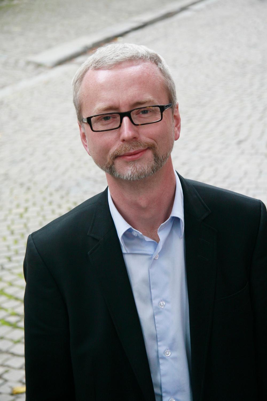 Historieprofessor Dick Harrison, medverkande på konferensen Lära med berättande arrangerad av Nordiskt Berättarcentrum. Foto: Cato Lein/Norstedts