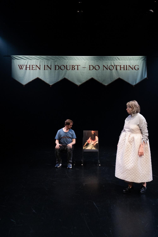 På bilden: Gunilla Heilborn samt Robin Jonsson, scenisk stand in för Pieter Ampe.
