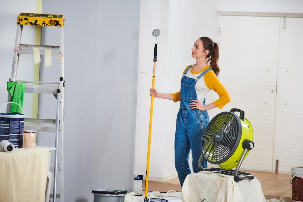 Du visste ikke du trengte den før nå! R18F5 er et must når et nytt strøk maling skal på veggen.