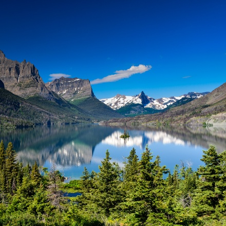 Montana: Exploring Big Sky Country featuring Yellowstone and Glacier National Parks
