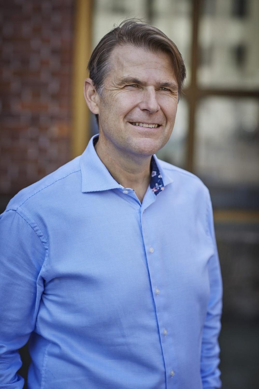 Författarporträtt: Henrik Szentes  Foto: Åsa Siller