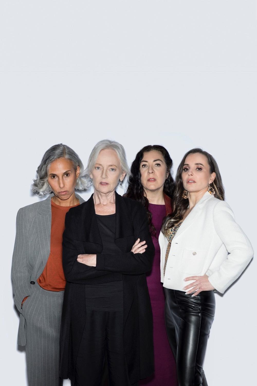 """Riksteaterns """"Mammorna"""" spelas på Berättarfestivalen 2021. På bilden från vänster: Maria Salah, Catharina Larsson, Gloria Tapia, Lo Kauppi. Foto: KNOTAN."""