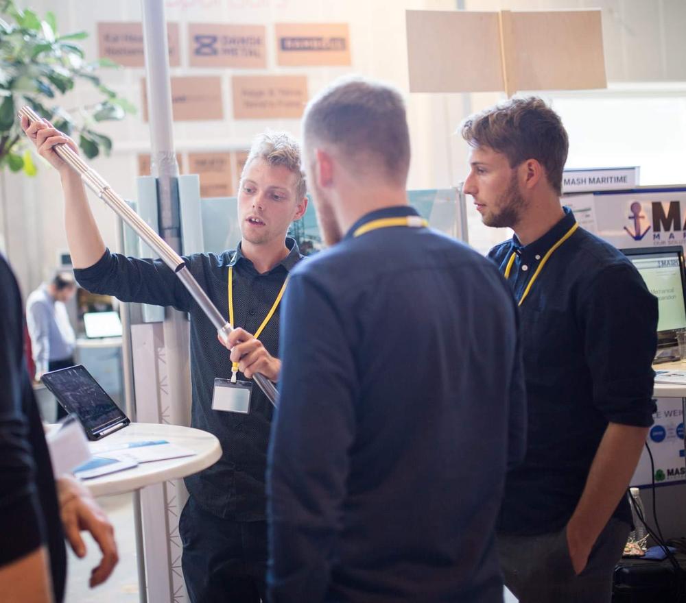 På bilden syns teamet bakom HexaRoot, från vänster: Rasmus Lundgård, Frederik Warburg