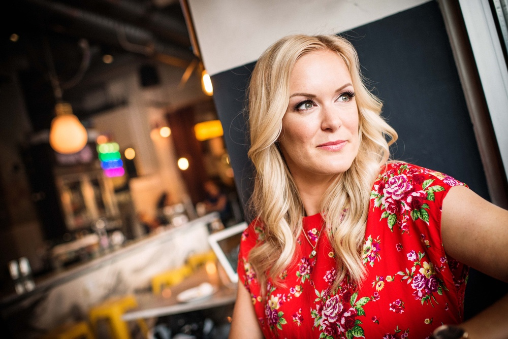 Författarporträtt: Eleonor Sager  Pressfoto: Lind & Co