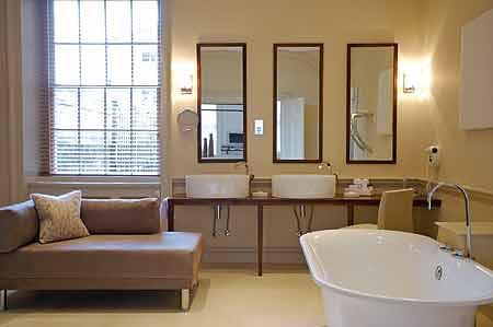 Queensbury hotel bathroom