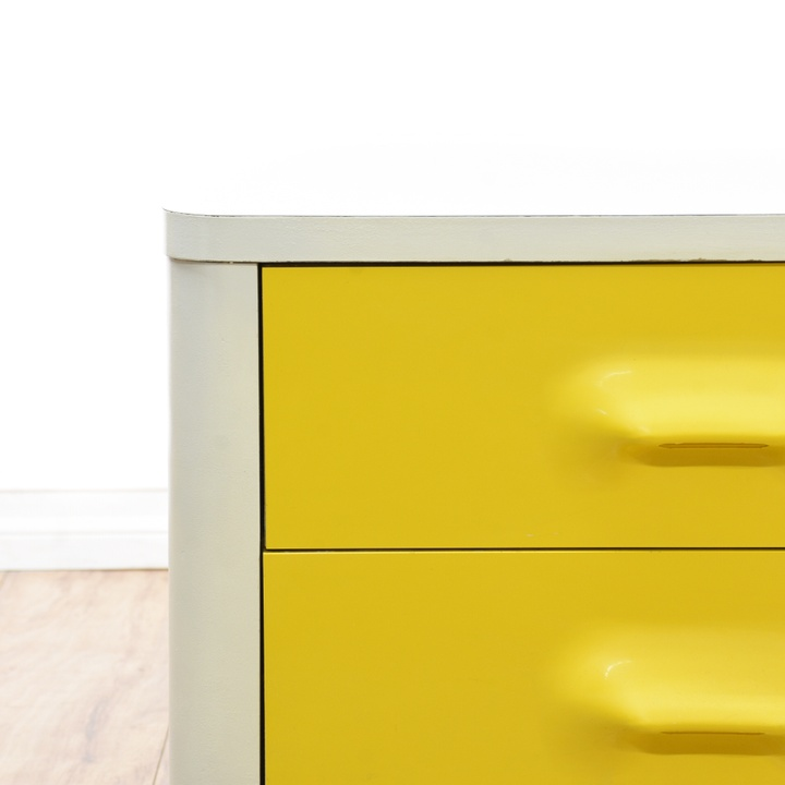 Quot Broyhill Quot Premier Chapter One Yellow Nightstand Loveseat Vintage Furniture San Diego