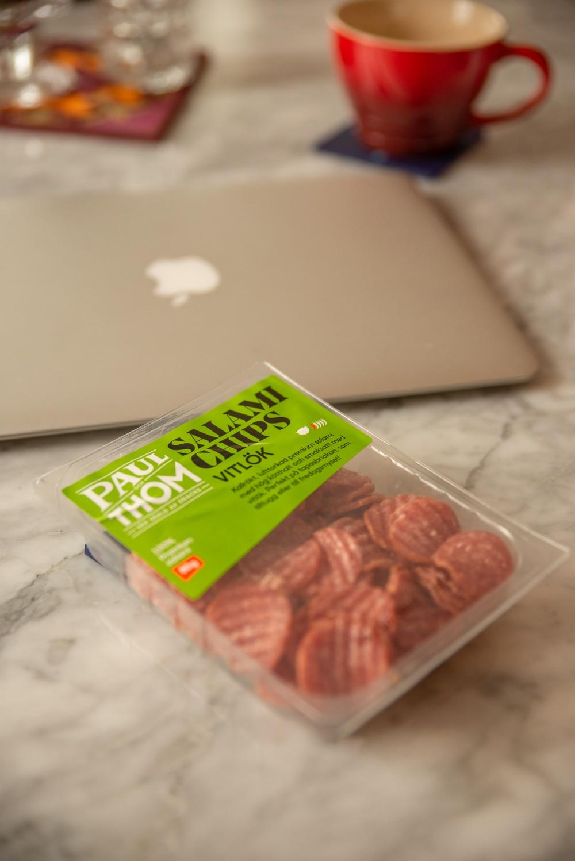 Njut av proteinrikt mellanmål.