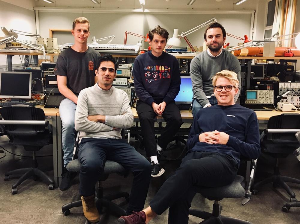 På bilden är teamet Deepest, från vänster på bakre raden: Isac Kärrman, Johan Rådemar & Karl Bäckström. Främre raden från vänster: Ebrahim Balouji & Erik Berggren.