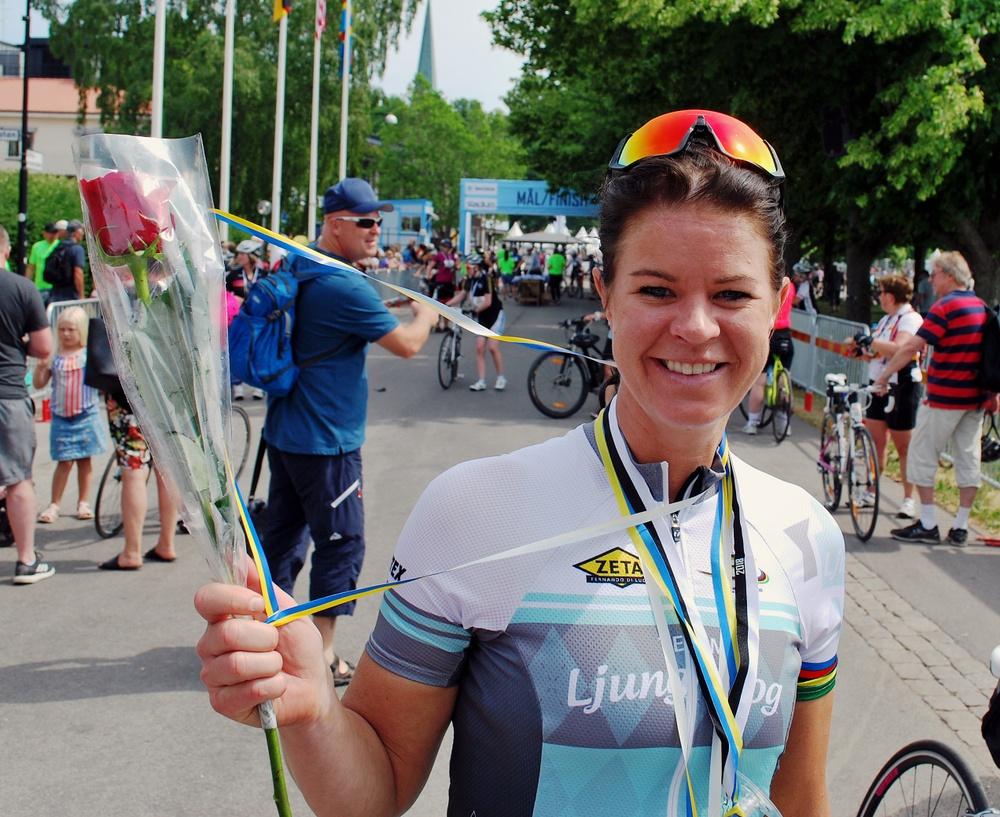 Världsmästarinnan Susanne Ljungskog var nöjd efter Tjejvättern. - Det var helt perfekta förutsättningar. Varmt och skönt och lite vind.  Foto: Björn Spjut