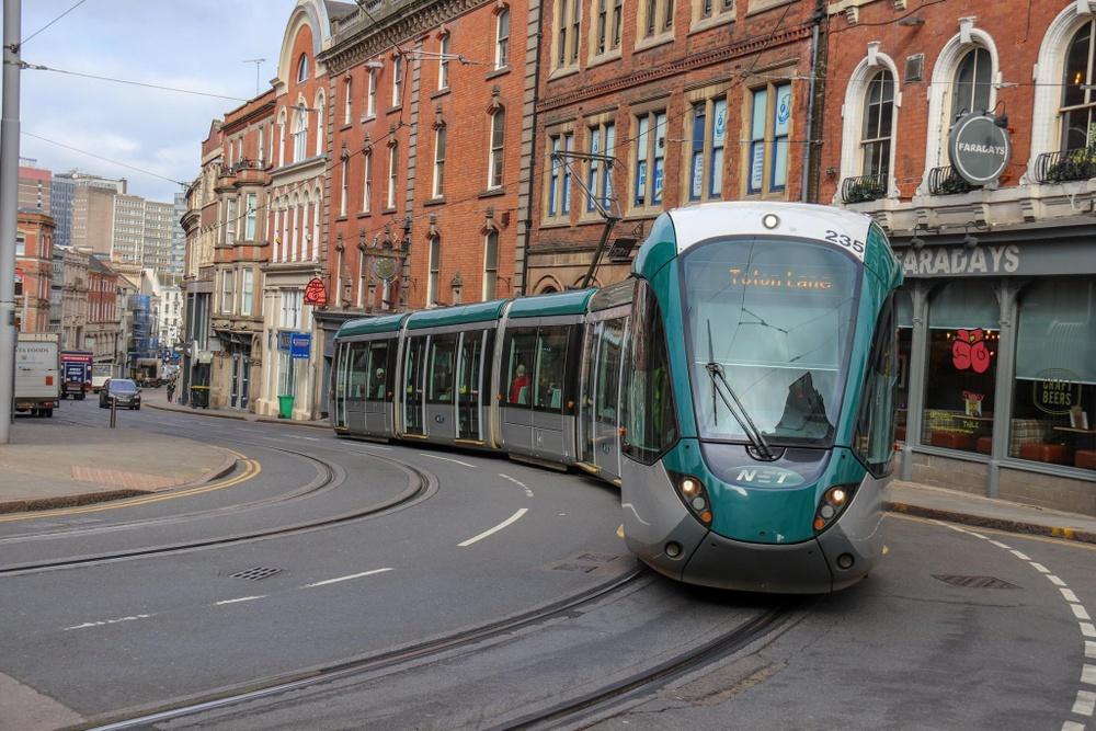 Nottinghams spårvagnar trafikerar vad som sägs vara Europas snävaste spårvagnskurva.