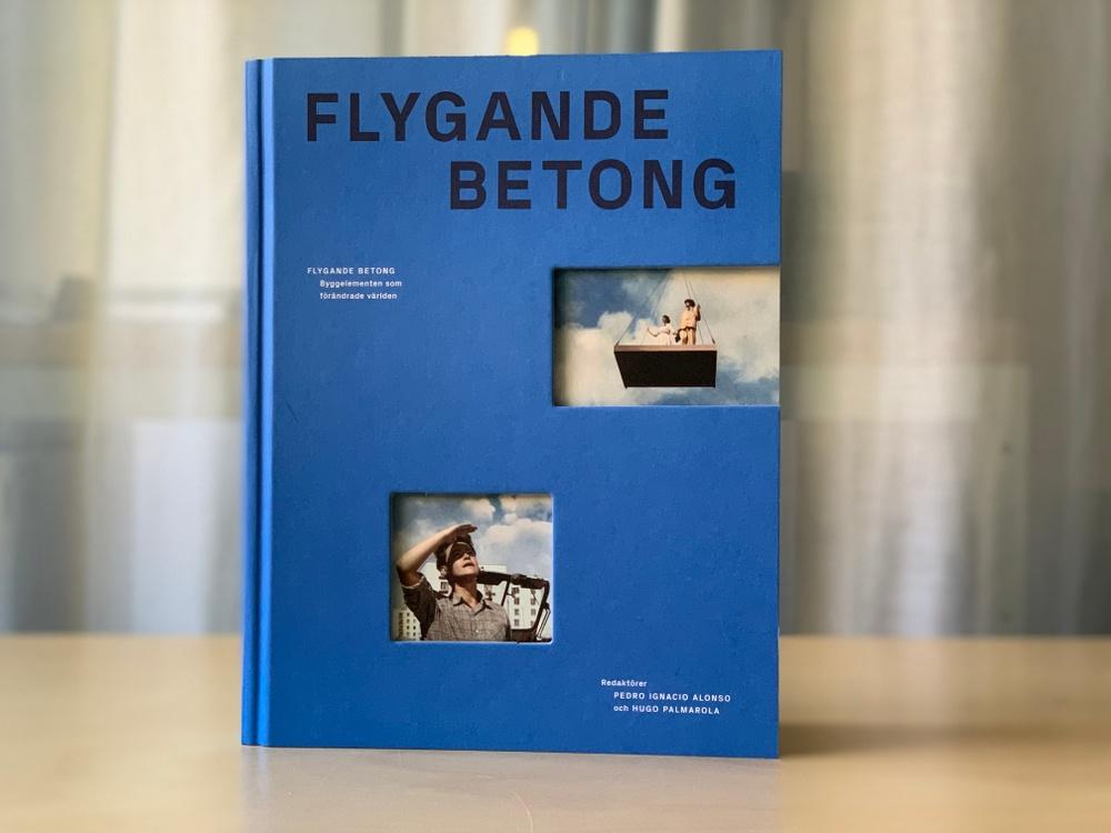 I samband med utställningen Flygande betongs öppnande publicerar ArkDes en omfattande publikation med samma namn. Utställningen är resultatet av mer än tio års forskning och kuratorerna belönades 2014 med Silverlejonet för utställningen Monolith Controversies på den 14:e Arkitekturbiennalen i Venedig.