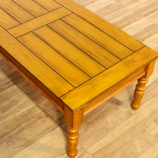 Rustic Pine Wood Coffee Table: Rustic Country Pine Stained Coffee Table