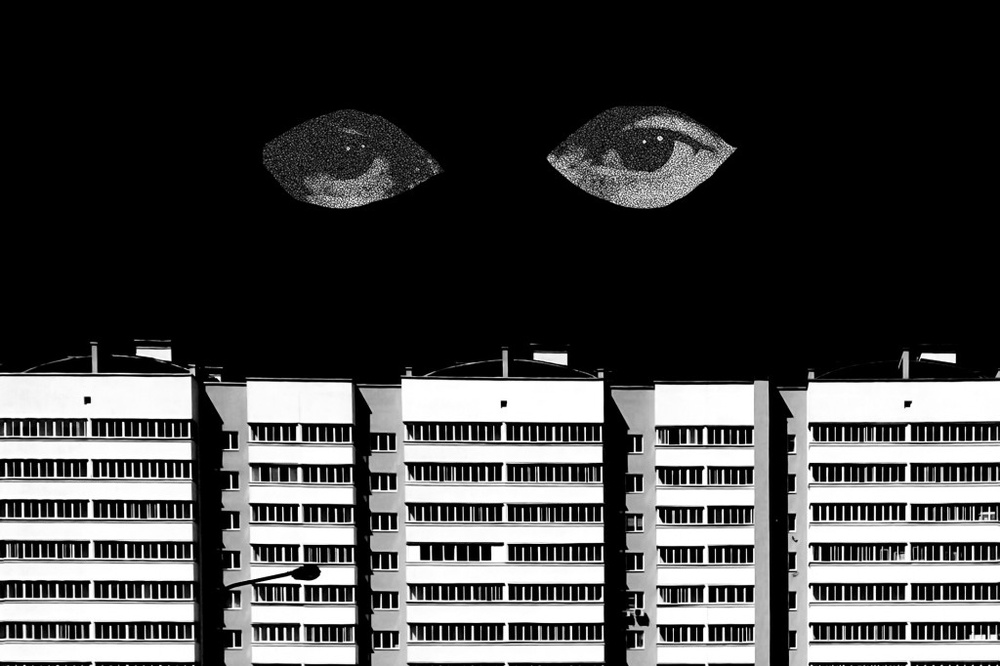 Kollage av två ögon som sittar över ett typiskt sovjetiskt hus.