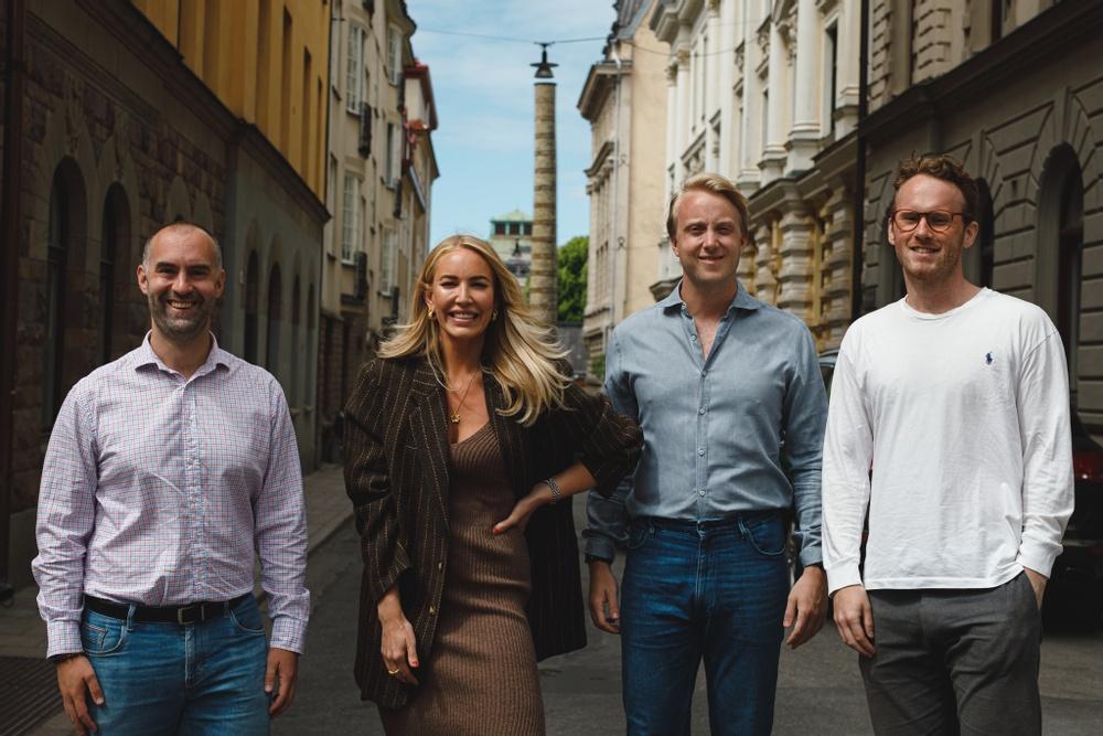 Erik Forsberg, vd och grundare av Vakta tillsammans med nya investerartrion  Petra Tungården,   Douglas Hållstrand och Ludwig Hallstensson.