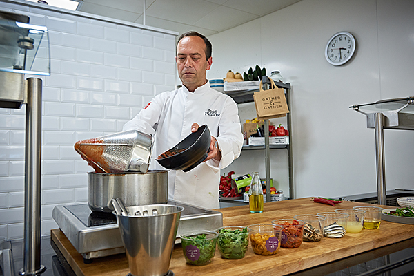 Pizarro demonstrates a recipe for the Gather & Gather chefs
