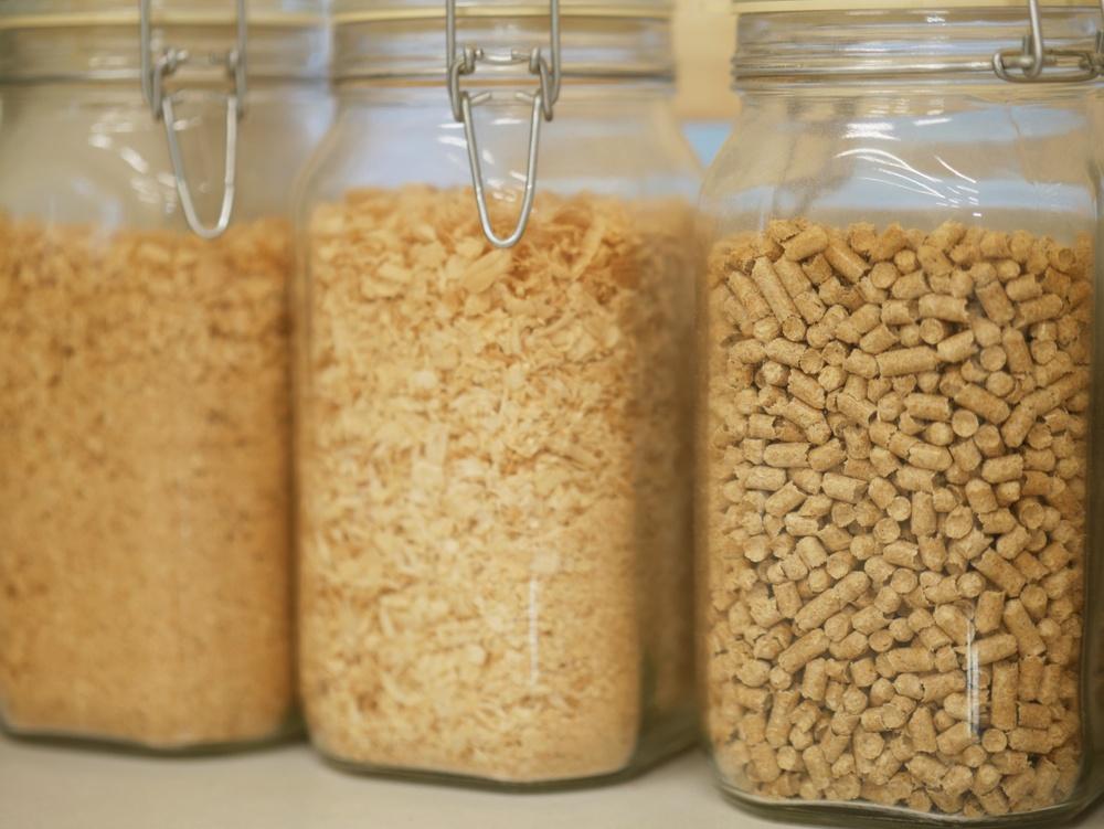Materialet som främst används på The Wood Region är biokomposit. En blandning av sågspån och bioplast.