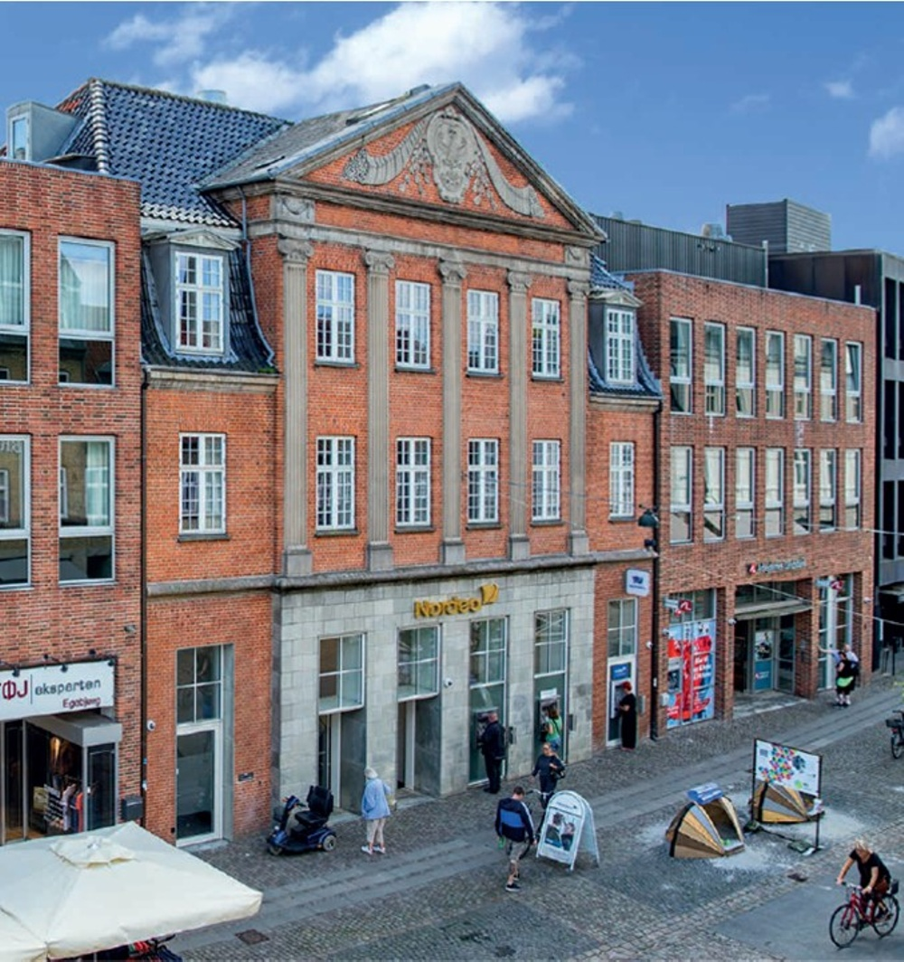 Kontors- och detaljhandelsfastighet i centrala Roskilde, Danmark