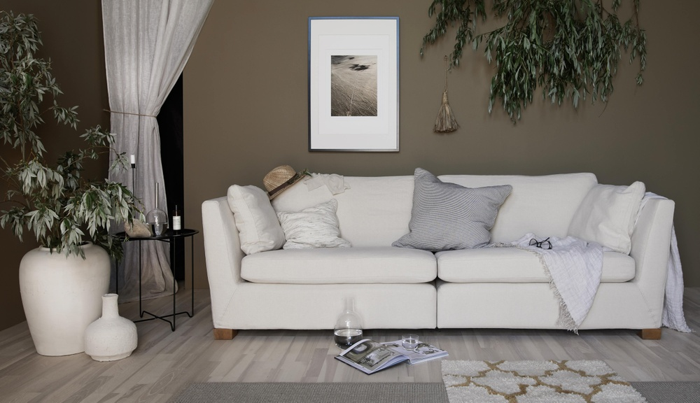 Bemz cover for Stockholm 3.5 sofa, fabric: Simply Linen Unbleached. Stylist and photographer: Daniella Witte.