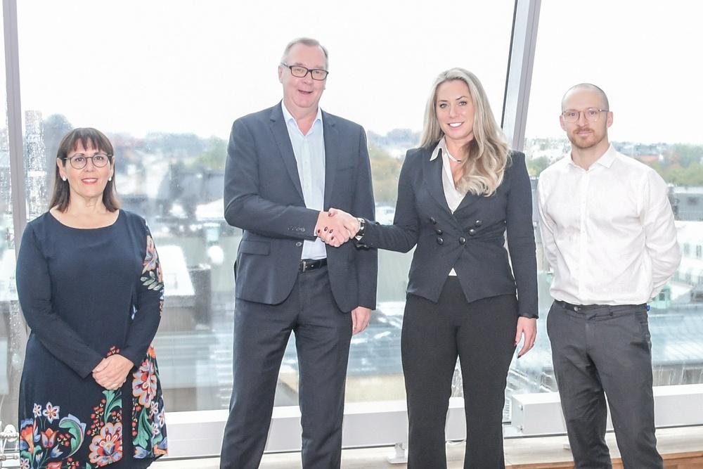 Från vänster: Paula Da Silva ordförande P27, Lars Sjöberg VD P27, Jeanette Jäger VD Bankgirot, Magnus Sternbrink ordförande Bankgirot