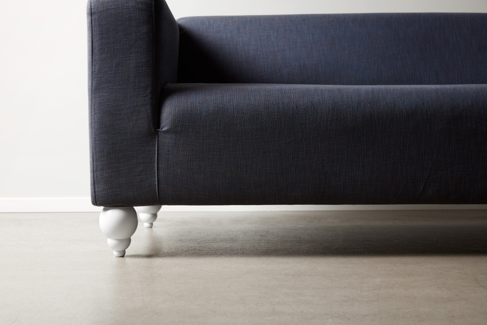 Bemz cover for IKEA Klippan sofa in Ink Blue Tegner Melange. Maxwell Ryan x Bemz by Apartment Therapy legs, model: Terence 14cm in Absolute White.