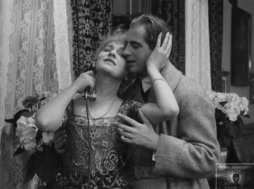 Tora Teje och Lars Hanson i Mauritz Stillers Erotikon (1920). Foto © SF Studios