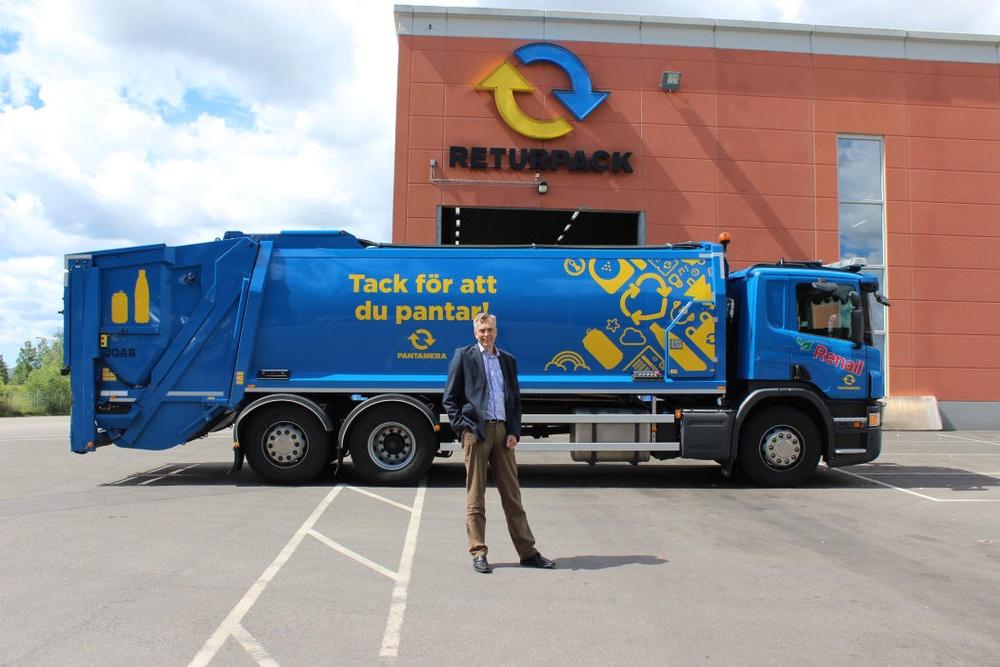 Bengt Lagerman framför en insamlingsbil Foto: Returpack - Pantamera