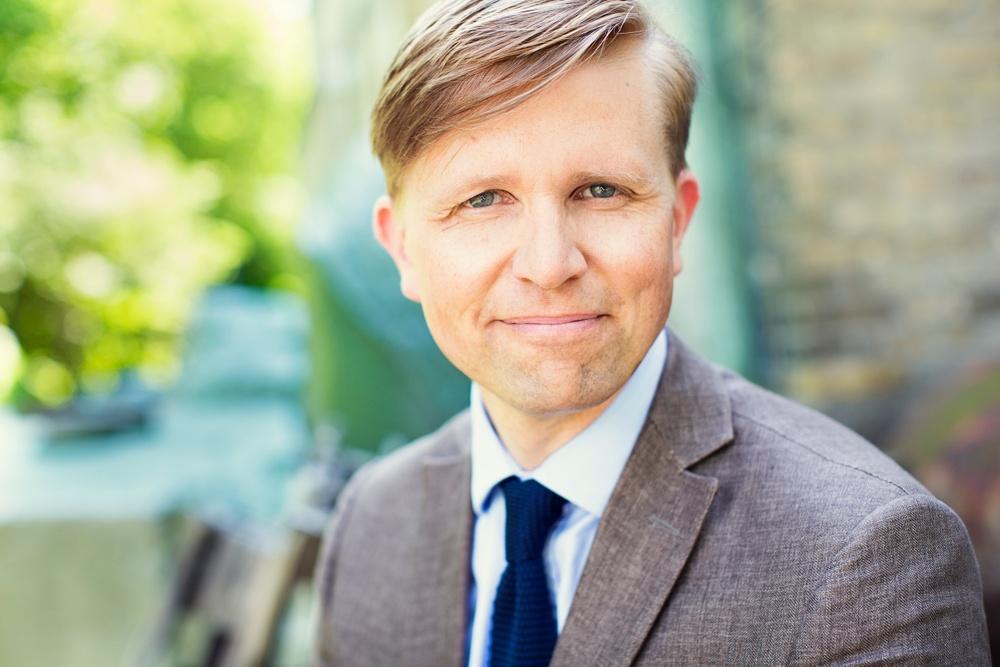 Författarporträtt: David Stiernholm  Foto: Anna Sigvardsson