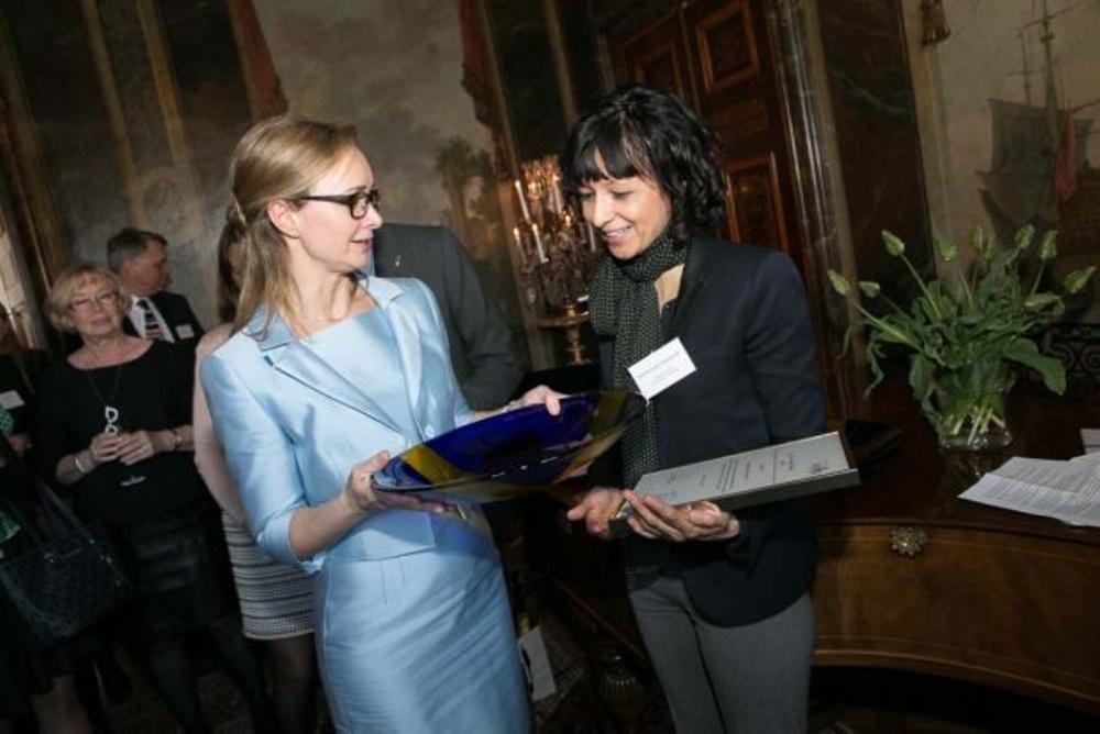 Foto från år 2016 då Emmanuelle Charpentier tilldelades Forska!Sveriges forskarutmärkelse